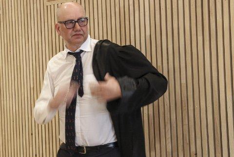 SYNDEREGISTER: Advokat  Finn Ove Smith forsvarer mannen som har et langt synderegister å svare for.