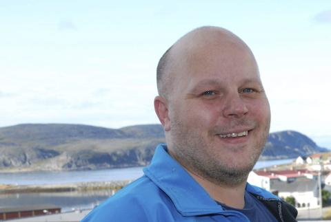 PÅ TOPPEN I ØST: Gamvik-ordfører Trond Einar Olaussen er stolt over givergleden i kommunen. Foto: Alf Helge Jensen.