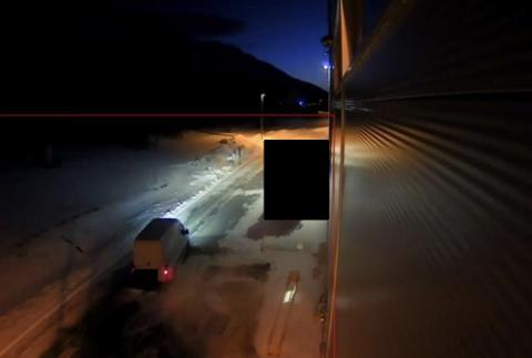 OVERVÅKNINGSBILDE: Dette bildet er fra ett av overvåkningskameraene ved Mack i Balsfjord. Politiet etterforsker nå flere av kjøretøyene som har vært på fabrikken på uforklarlige tidspunkter.