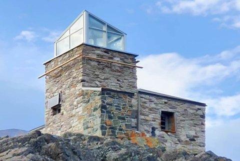 NYTT TAK: Nordlysobservatorium-bygningen på Háldde med det nye glasstaket.
