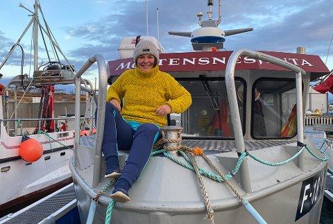 EGEN BÅT: 21-åringen fra Mortensnes i Nesseby, Aili Johansen, er meget fornøyd med egen båt.