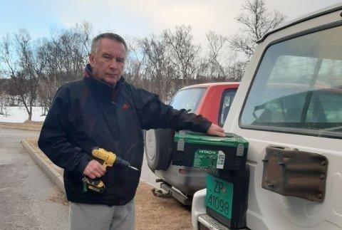 """RESERVEDRILL: Rolf-Arne Dolonen må bruke reservedrillen sin etter at han ble frastjålet en annen drill fra kjøretøyet sitt. Nå har han gått ut med en noe spesiell """"annonse"""" med et snev av håp om å få drillen sin tilbake."""