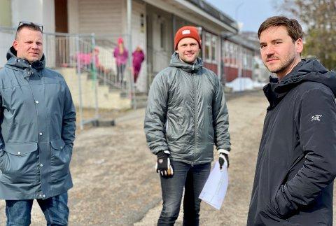 Stian Klo, Marius Stamnes og Martin Tollefsen støtter foreldrene som har barn på Rødskolen på Seljestad. Snart skal de selv sende barn til skolen, og er engstelige for sikkerheten.
