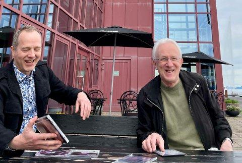 GLEDER SEG: – Vi gleder oss til konsert og til billettsalget starter lørdag, sier kulturhusdirektør Peter Tulinius Krarup og hovedpersonen selv, Ole Gunnar Nilssen.