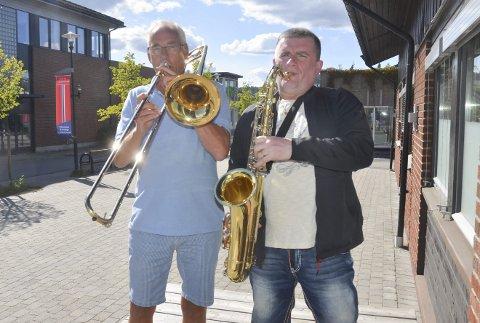 LOKALE STORBANDHELTER: Jostein Kopperud (t.v.) og Wiktor Starzak fra Bjørkelangen er blant de lokale medlemmene i Sørum storband, som skal spille i Kulturarena Aurskog-Høland lørdag. FOTO: ROGER ØDEGÅRD