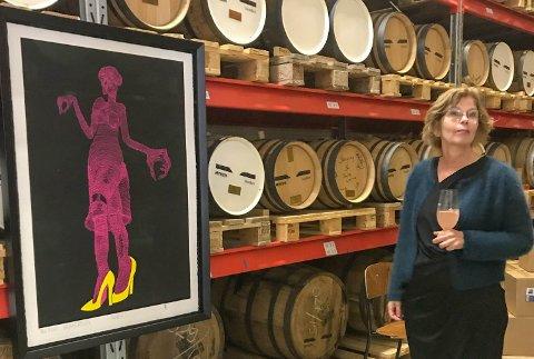 Elisabeth Ben Riala fra Galleria Fenka på Levanger, gjorde avtale med Pushwagner-stiftelsen. Nå er det en utstilling med 30 verk på Myken.
