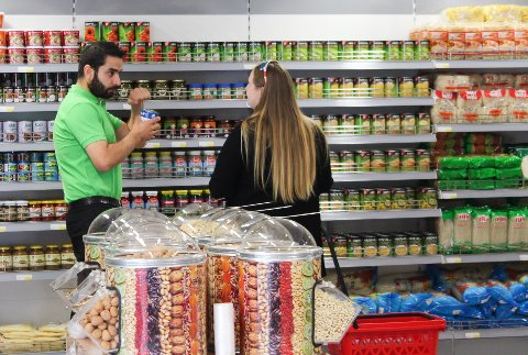 KJØPER: Adem Teker kjøper Soprano Mat og Vinhus, samt Gammel Kino'n. Bildet er tatt i anledning åpningen av Asia Food 2 i Mosjøen.