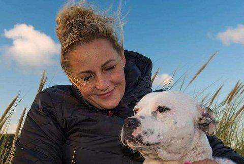 HUNDEFRELST: Janne Elisabeth Sunde tok initiativet til å etablera ein hundepark i Klepp. Men parken har ikkje latt seg realisera, og kommunedirektøren vil no avslutta arbeidet.