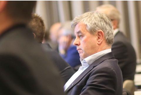 MEIR PÅ REISEFOT: – Eg ser at det ikkje er gunstig å kombinera den nye jobben med vervet som gruppeleiar i lokalpolitikken i Klepp, seier Torbjørn Hovland.