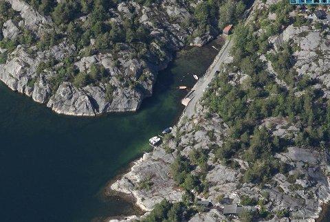 Kystverket har enda ikke gitt tillatelse etter havne- og farvannsloven, men for drøyt fem måneder siden ble det lagt ut en sjøkabel fra Ormdalsstrand (bildet) til Hellerskilen. Den 6000 meter lange kabelen passerer både gyteområder og tråldrag.