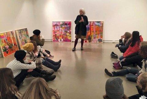 TALENT MØTER MENTOR: Berit Myrvold og kunstfagelever på Kongsberg kulturskole har samarbeidet mye dette skoleåret.