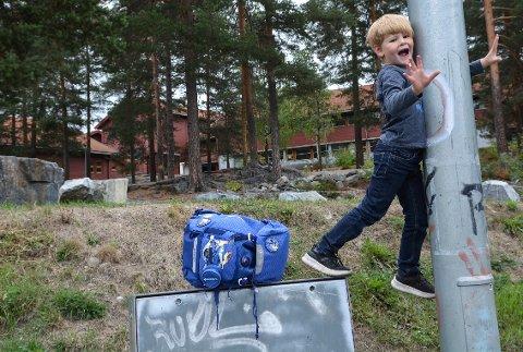 ER KLAR: Øystein Stavik Hildrum (6) har første skoledag på Gamlegrendåsen skole mandag 20. august.