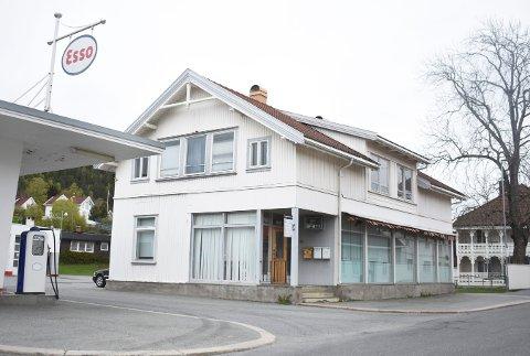 Ole Johnny Lisliens selskap skylder Bjørn Thomas Høen 2,1 millioner kroner i husleie for Sandsværveien 14, men disse pengene finnes ikke i selskapet.