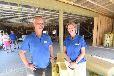 GLEDER SEG: Hanne Lindh, leder i IL Skrim, og Lars Wettestad, daglig leder, gleder seg til å ta i bruk IL Skrims nye klubblokaler. ALLE FOTO: OLE JOHN HOSTVEDT