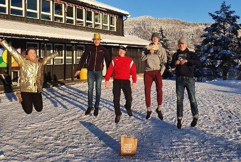 """VINNERE: Ungt Arbeid EB besto av Andreas, Aslak, SImon og Ståle fra 9. klasse på Veggli skole.De stakk av med seieren for """"beste innovate idé"""".  Foto: Privat."""