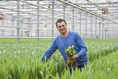 Tulipanprodusenten på Lierstranda har byttet navn fra Matthe J M Shouten AS, til Schouten Gartneri AS. Sebastian Schouten er fortsatt daglig leder.