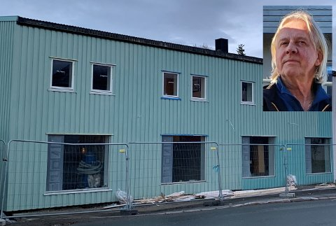 Magnar Lorentzen (innfelt) er prosjektkoordinator hos Lofot-Entreprenør, som eier det gamle Bohus-bygget på Leknes.
