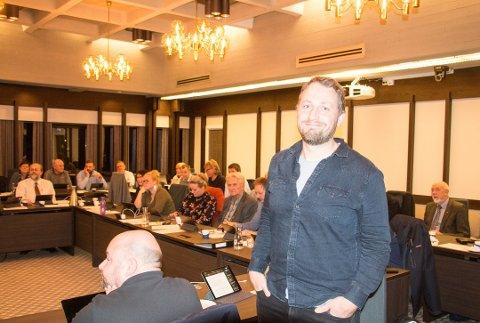 SJU STEMMER: Med sin egen stemme, fikk Marius Thoresen sju stemmer for Rødts forslag om å lage en egen plan for likestilling og inkludering.