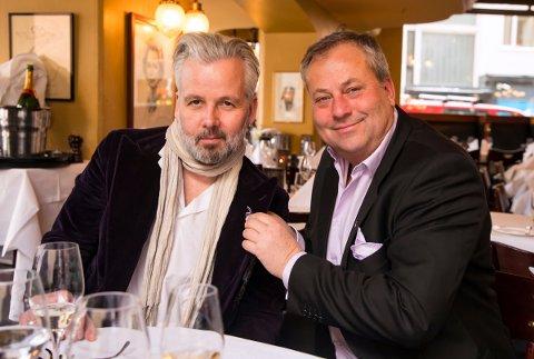 KONTRAKT: Ari Behn (til venstre) har inngått avtale med Arve Juritzen og Juritzen forlag.