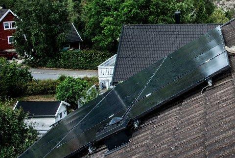 SOLCELLER: Innbyggere i Råde vil få noen tusenlapper hvis de etablerer solceller på huset. Bildet er fra Hvaler.