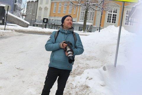 KRONERULLING: Torbjørn Ekelund synes mossinger bør sette i gang en kronerulling for å finansiere et minnesmerke av papegøyen.