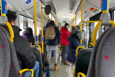 MYE FOLK: Da Avisa Oslo tok buss 79 fra Skjønnhaug på Trosterud forrige torsdag var det mange på bussen.