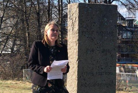 Stortingsrepresentant Siri Gåsemyr Staalesen (A) fra Nordstrand holdt appell ved Hofmo-bautaen på Ekeberg.