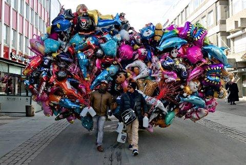 FORBUD: Posisjonspartiene i Tromsø vil forby salg av gassballonger på kommunal grunn. Årsaken er er miljøhensyn.