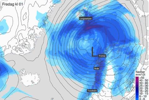 UVÆR PÅ VEI: Sterk vind og store nedbørsmengder er ventet å treffe Troms de neste par dagene. Illustrasjonen viser ventet nedbør natt til fredag.