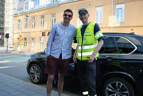 SLAPP UNNA: Eiendomsmegler Robin Martinsen holdt på å lesse av varer i Grønnegata da han støtte på parkeringsvakt Dan Andersen.