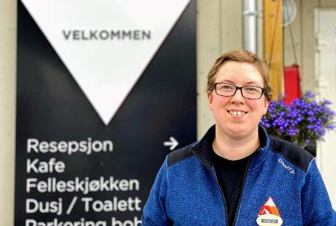 WILLKOMMEN: Marion Kaasen Vestheim (32) snakker tysk med sommergjestene - og merker oppsving i antall utenlandske turister.