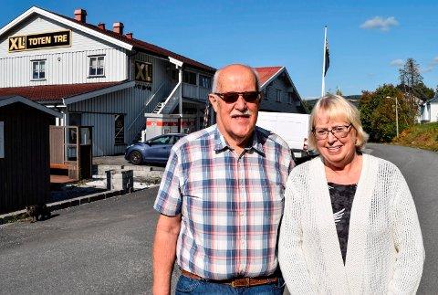 HAR SOLGT: Kåre Vesterås startet med byggevarehandel i Hov i 1984. Nå har han og kona Liv Olsen Vesterås solgt både virksomheten og eiendommen de har bygd opp gjennom mer enn 30 år.