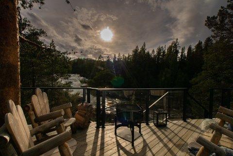 FOSSTOPP: I Hedalen kan man bo i tretoppene helt inntil Vassfaret.