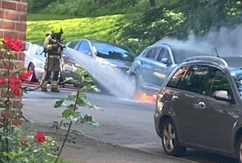 BATTERIBRANN: Det var batteriet som tok fyr i denne bilen. Det er svært sjelden, men samme dag brant en tilsvarende modell i Sør-Kora.