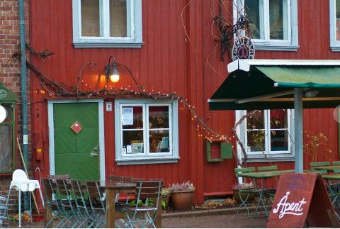 FIKK GLASSET I HODET: Gjesten på spisestedet i Drøbak måtte sy flere sting for å lukke kuttene i hodet.