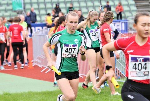 PALLPLASS: Ingrid Wollebekk og de andre Ås-jentene måtte innse at opprykk til eliteklassen glapp i år også, men tok en fin tredjeplass i kvinner senior.