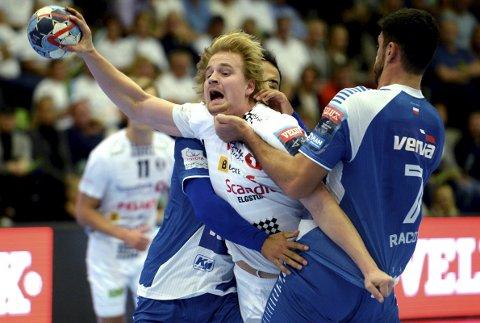 MONSTEROPPGAVE: Magnus Fredriksen og Elverum Håndball tapte knepent med to mål for Orlen Wisla Plock på hjemmebane. Kan de ryste gruppefavoritten i Orlen Arena?
