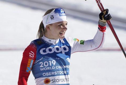 MESTERSKAPSSPESIALIST: Maiken Caspersen Falla gikk inn til sølv under finalen i sprint for damer under VM på ski i Oberstdorf torsdag. Foto: Terje Pedersen / NTB