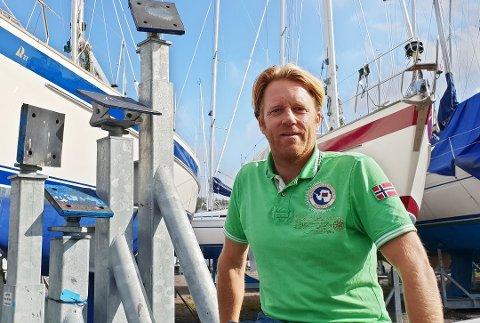 GRUNN TIL Å VÆRE FORNØYD: Daglig leder Gustav Kamfjord kan glede seg over utviklingen til Nøtterø Båtsenter AS de siste årene.