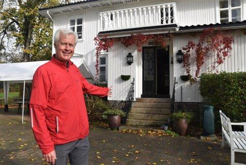 Leder Ove Salvesen i Tjøme golfklubb ser fram til at klubben selv skal drive kafeen på området denne sesongen.