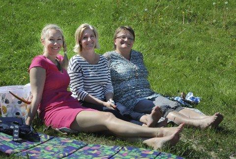 Janett Rogn Falkevik, Siri Klewe Arnesen og Mette Halvorsen har klart å få på plass et tilbud om sommerferieaktiviteter for elevene på mellomtrinnet i Bamble-skolen denne sommeren.