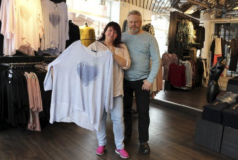 Noe for alle: Siv Heidi og Stig Borgeraas selger klær til damer i alle størrelser og fasonger.