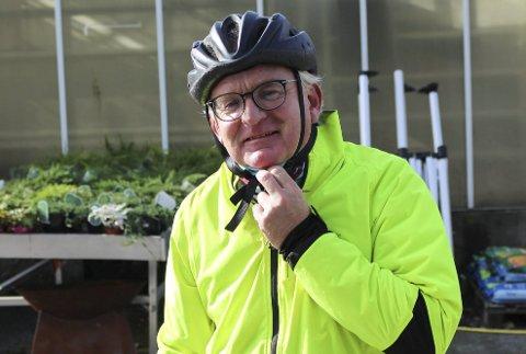 KLOKKEKLAR: Utvalgsleder Trond Ingebretsen (Ap) sier det ikke bil bli aktuelt å regulere inn overflateparkering når man skal lage ny reguleringsplan for knutepunkt-området i sentrum.