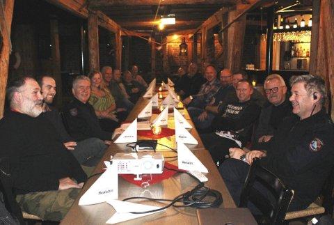 BRANNTREFF: Heltidsmannskaper og deltidsmannskaper i brannvesenet i Brevik og på Sandøya møttes til faglig møte onsdag kveld, i Stålpressa på Sjøloftet. Mer kompetanse og bedre utstyr er en del ab prosjektet med sammenslåing til et felles Grenland brannvesen.