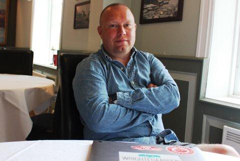 FRUSTRERT OPTIMIST: Andreas Kristiansen er daglig leder for konsertstedet Wrightegaarden i Langesund. Han venter nå på en beslutning hos sentrale myndigheter om Wrightegaarden kan holde konserter i sommer for et publikum på totalt 400 oppdelt i 2 grupper på 200 i hver.