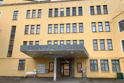 SKAL VEKK: Det tidligere sykehuset skal jevnes med jorda.