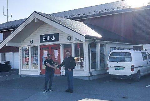 Gudmund Sørensen (t.v.) og Ole Kristian Johannessen ved Lurøy Byggevare har to butikker på Lurøy, men etablerer seg nå i Mo i Rana med Montér-kjeden.