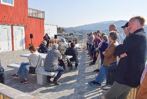 Omkring 50 møtte opp for å overvære den offisielle åpningen, og for å få seg ei omvisning inne i anlegget.