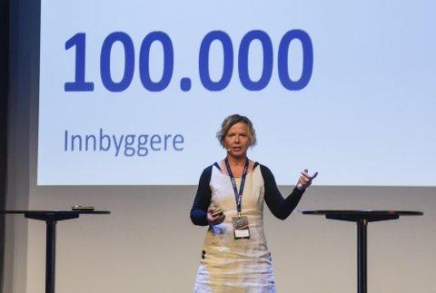 VISJONÆR: Banksjef Hanne Nordgaard i SpareBank 1 Helgeland, her avbildet under Drivkraftkonferansen på Mo i Rana. Der mente hun at Helgeland har potensial til å bli 100 000 innbyggere i 2035.