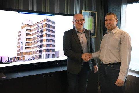 Nytt samarbeid: Utviklingsdirektør i AKA AS, Terje Dahlen og leder for ECT Hønefoss, Sven Kristoffersen, ser frem til det nye bygget HM33 skal stå ferdig i juni 2018.